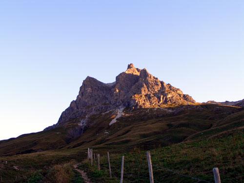 Foto: vince 51 / Wander Tour / Von Hochkrumbach auf den Grossen Widderstein / Widderstein von Hochkrumbach im Morgenlicht / 04.05.2007 22:45:00