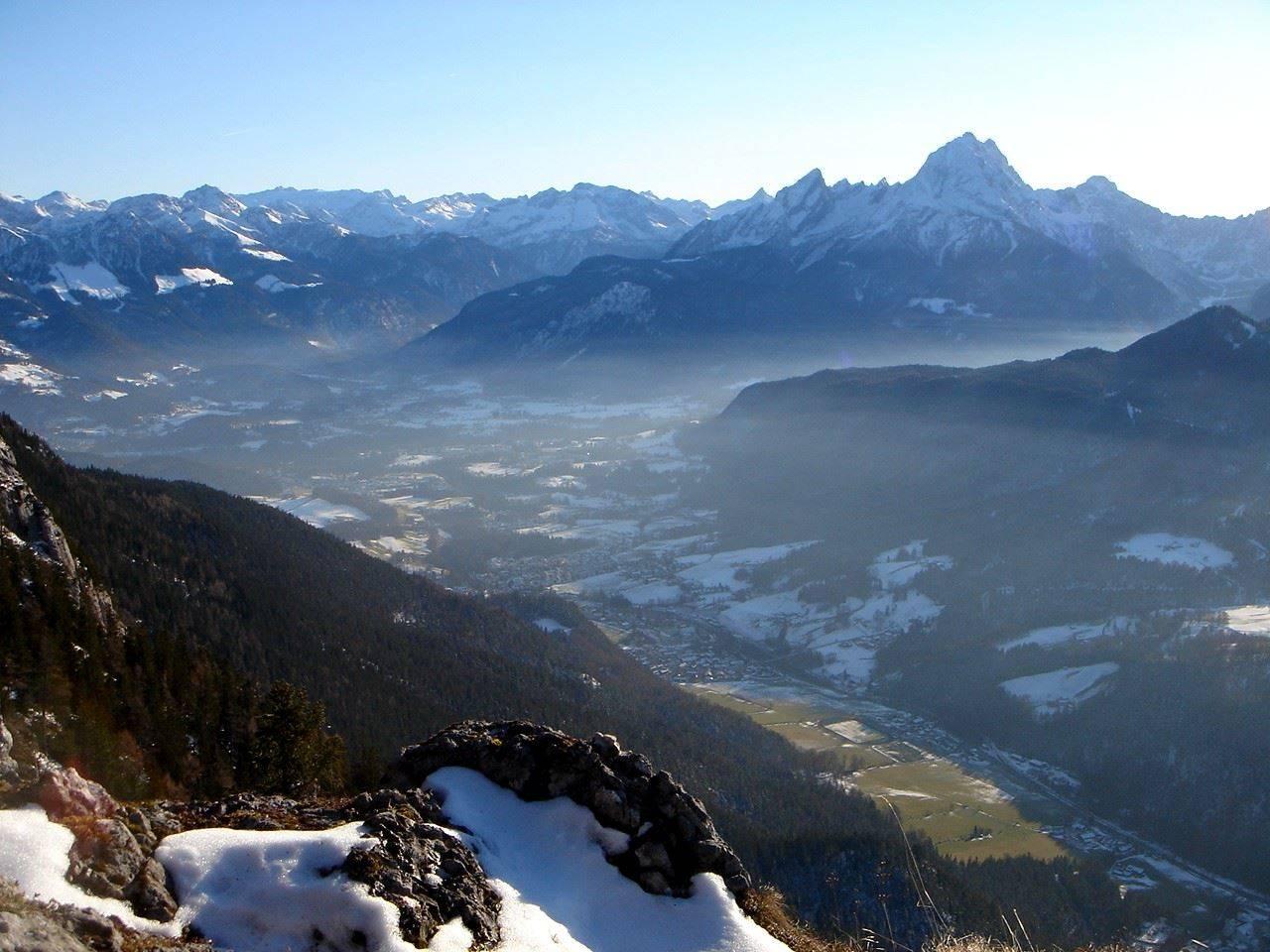 Foto: Manfred Karl / Wander Tour / Von Bischofswiesen auf den Berchtesgadener Hochthron / Ein schöner Rastpunkt befindet sich kurz vorm Reisenkaser. / 17.05.2007 21:03:44