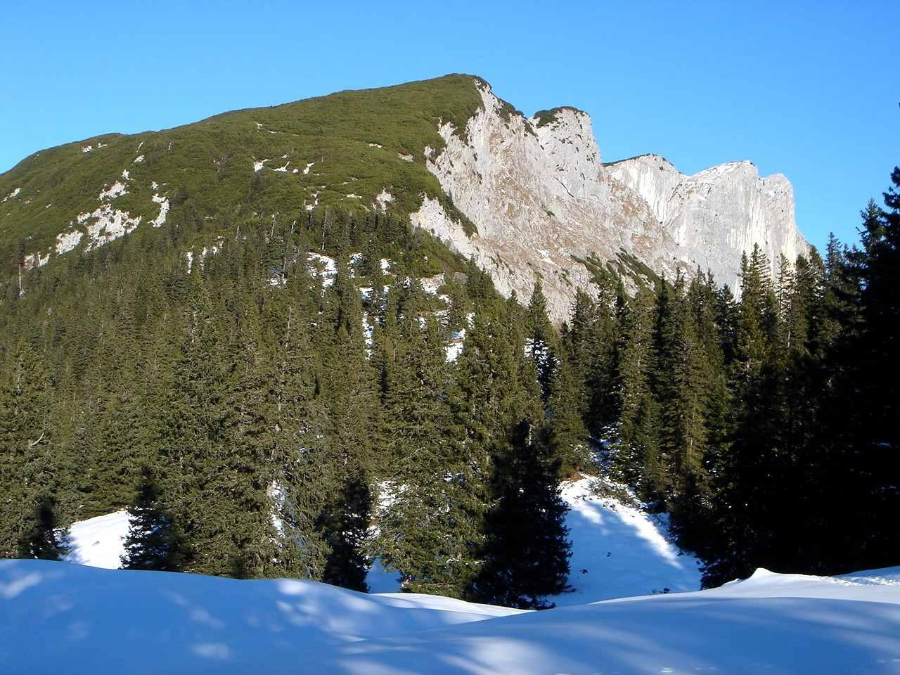 Foto: Manfred Karl / Wander Tour / Von Bischofswiesen auf den Berchtesgadener Hochthron / Wenig Schnee beim Aufstieg von Bischofswiesen. / 17.05.2007 21:01:27