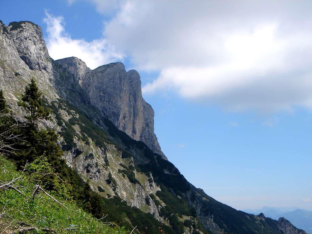 Foto: Manfred Karl / Wander Tour / Von Bischofswiesen auf den Berchtesgadener Hochthron / Eindrucksvolle Schau auf die SW-Abstürze des Hochthrons. / 17.05.2007 20:45:22