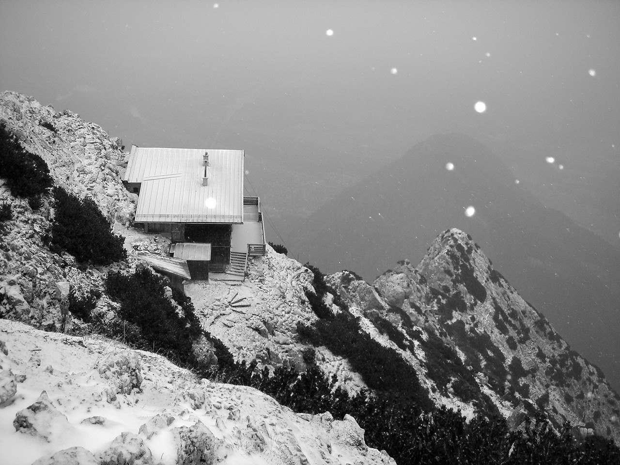 Foto: Manfred Karl / Wander Tour / Von der Padinger Alm auf den Hochstaufen / Staufenhaus - im Winter geschlossen. / 18.05.2007 06:58:21