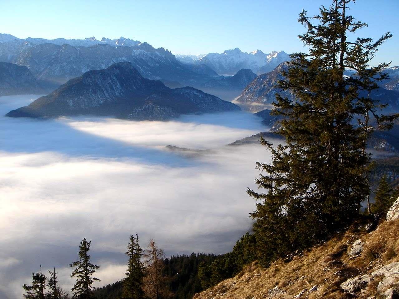 Foto: Manfred Karl / Wander Tour / Von der Padinger Alm auf den Hochstaufen / Nebel über Reichenhall / 18.05.2007 07:00:18