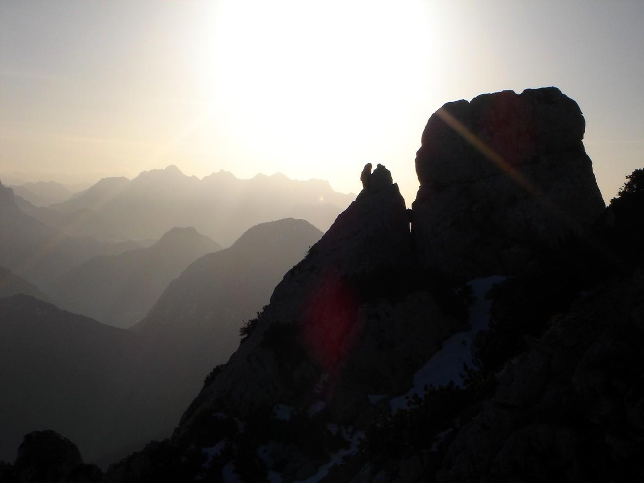 Foto: Manfred Karl / Wander Tour / Von der Padinger Alm auf den Hochstaufen / Spätnachmittagsstimmung bei der Querung unterhalb des Gipfels. / 18.05.2007 06:54:33