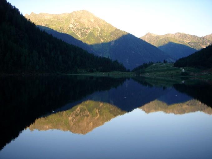 Foto: Manfred Karl / Wander Tour / Alpinsteig Höll / Riesachsee im Morgenlicht / 05.05.2007 20:24:08