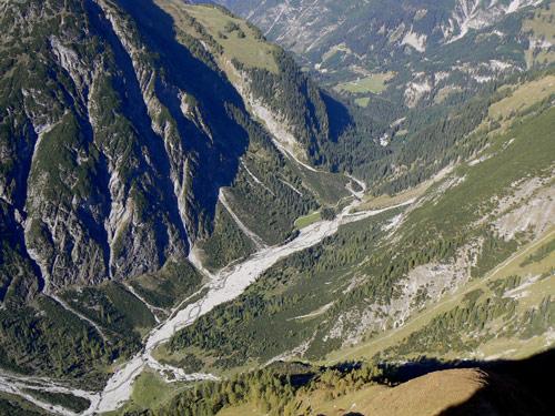 Foto: vince 51 / Wander Tour / Wanderung zur Memminger Hütte / Blick vom Seekogel auf Madautal und Schoberplatz / 05.05.2007 23:36:19
