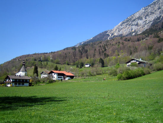 Foto: letsgoactive / Mountainbike Tour / Rund um den Staufen / Das Staufenmassiv oberhalb von Reichenhall / 06.05.2007 16:41:30