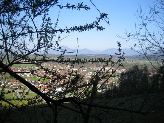 Foto: letsgoactive / Mountainbike Tour / Rund um den Staufen / Mit Blick auf Piding. / 06.05.2007 16:55:18
