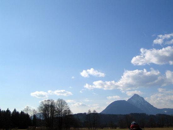 Foto: letsgoactive / Mountainbike Tour / Rund um den Untersberg / Über die Walser Wiesen. Blickrichtung Staufen / 06.05.2007 17:08:30