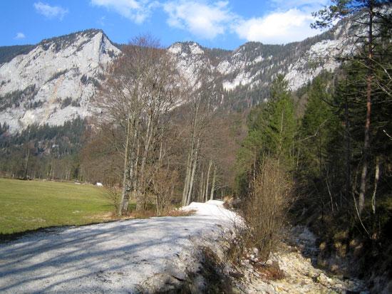 Foto: letsgoactive / Mountainbike Tour / Rund um den Untersberg / Das Untersbergmassiv von hinten.  / 06.05.2007 17:15:53