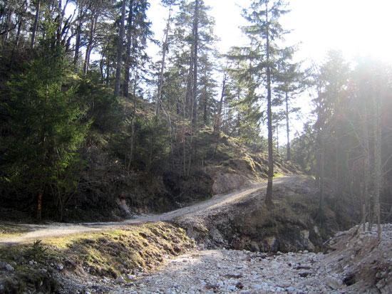 Foto: letsgoactive / Mountainbike Tour / Rund um den Untersberg / Ein wunderschöner Weg. Aber achten auf die Wanderer! / 06.05.2007 17:16:38
