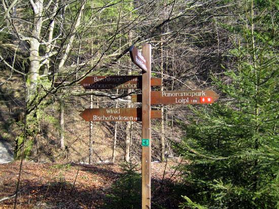 Foto: letsgoactive / Mountainbike Tour / Rund um den Untersberg / Hier Links abbiegen in Richtung Bischofswiesen. / 06.05.2007 17:17:16