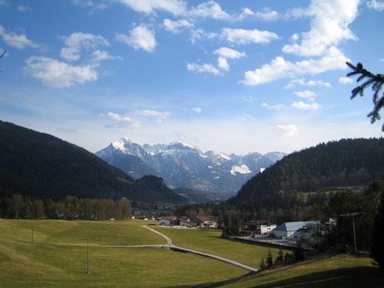 Foto: letsgoactive / Mountainbike Tour / Rund um den Untersberg / Blick in Richtung Bischofswiesen / 06.05.2007 17:18:07