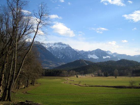 Foto: letsgoactive / Mountainbike Tour / Rund um den Untersberg / Blick zur Langlaufloipe und zum Naturbad. / 06.05.2007 17:21:10