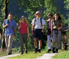 Foto: Tirol Werbung / Wander Tour / Adlerweg Etappe 23 - Auf dem Zielschuss nach St. Anton am Arlberg / 26.07.2007 09:55:05