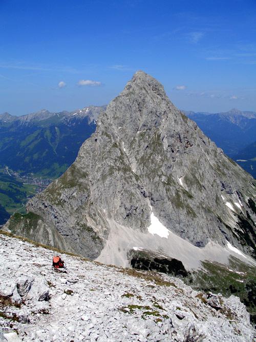 Foto: vince 51 / Wander Tour / Über den Hohen Gang zur Coburger Hütte und auf den Vorderen Drachenkopf (2302m) / Ehrwalder Sonnenspitze 2417m / 08.05.2007 22:14:24