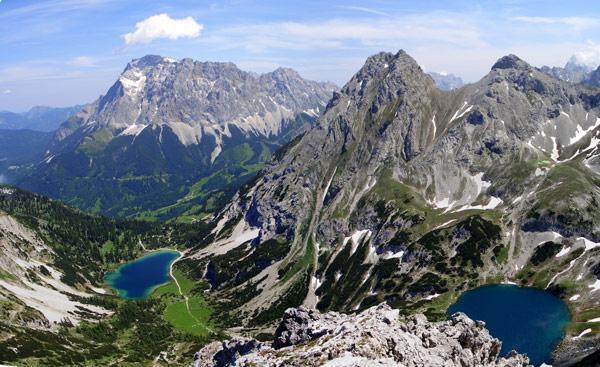 Foto: vince 51 / Wander Tour / Über den Hohen Gang zur Coburger Hütte und auf den Vorderen Drachenkopf (2302m) / Wettersteinmassiv, Seebensee,Drachensee, Vorderer und Hinterer Tajakopf. / 08.05.2007 22:13:22