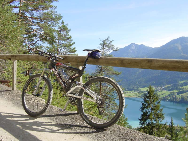 Foto: Corinna Mößlacher / Mountainbike Tour / Weiße Wand - Alm hinterm Brunn - Weissensee / 10.05.2007 11:57:56