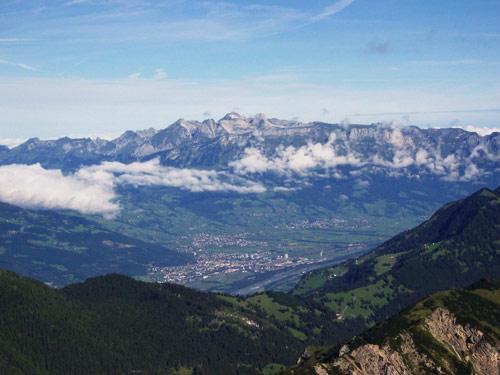Foto: vince 51 / Wander Tour / Zwei-Gipfel-Rundtour / Rheintal mit Säntis / 11.05.2007 23:26:02
