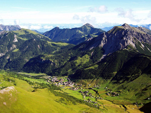 Foto: vince 51 / Wander Tour / Zwei-Gipfel-Rundtour / Malbun / 11.05.2007 23:23:45
