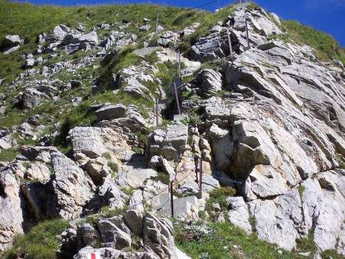 Foto: vince 51 / Wander Tour / Zwei-Gipfel-Rundtour / Am Weg von der Pfälzer Hütte zum Augstenberg / 11.05.2007 23:20:54