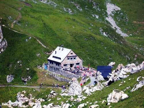 Foto: vince 51 / Wander Tour / Zwei-Gipfel-Rundtour / Pfälzer Hütte / 11.05.2007 23:12:19
