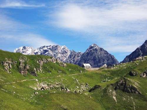 Foto: vince 51 / Wander Tour / Zwei-Gipfel-Rundtour / Blick zurück beim Abstieg / 11.05.2007 23:07:12