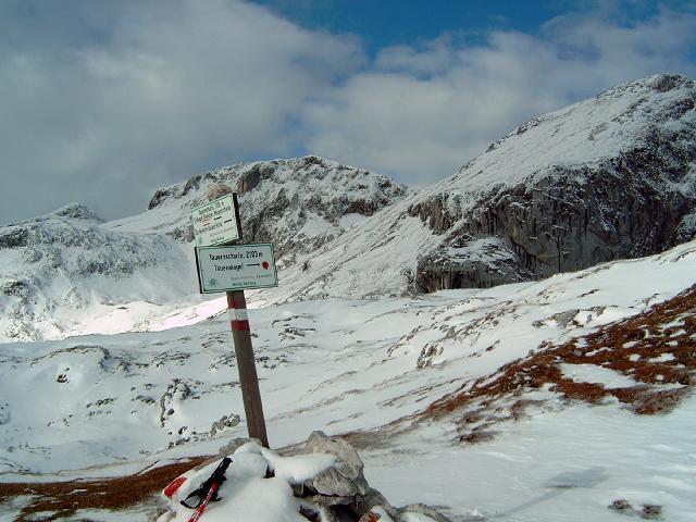Foto: Andreas Koller / Wandertour / Über die Werfener Hütte auf Streitmandl und Eiskögel (2378  m) / In der Tauernscharte / 15.05.2007 00:54:03