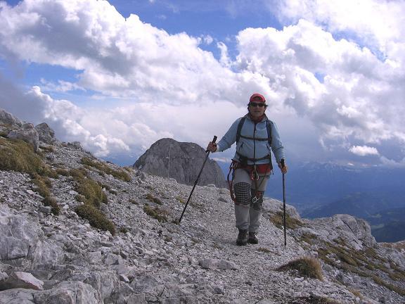 Foto: Andreas Koller / Wandertour / Über die Werfener Hütte auf Streitmandl und Eiskögel (2378  m) / Über dem Throntal mit Blick auf den Hochthron (2362 m) / 15.05.2007 00:49:50