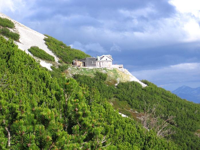 Foto: Andreas Koller / Wandertour / Über die Werfener Hütte auf Streitmandl und Eiskögel (2378  m) / Die Werfener Hütte / 15.05.2007 00:50:04