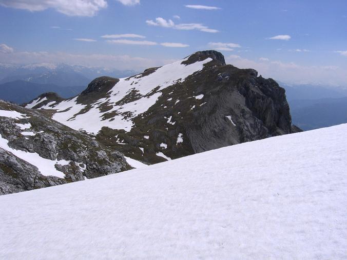 Foto: Andreas Koller / Wandertour / Über die Werfener Hütte auf Streitmandl und Eiskögel (2378  m) / Die Eiskögel von der Traversierung unterhalb des Schubbühel gesehen / 15.05.2007 00:51:20