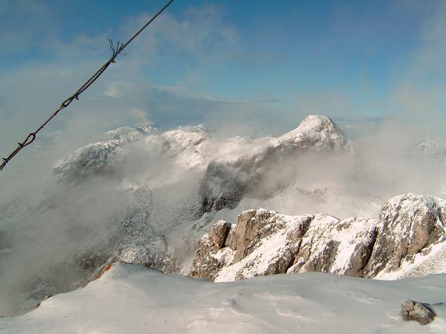 Foto: Andreas Koller / Wandertour / Über die Werfener Hütte auf Streitmandl und Eiskögel (2378  m) / Blick vom Eiskögel-Gipfel nach W / 15.05.2007 00:51:39