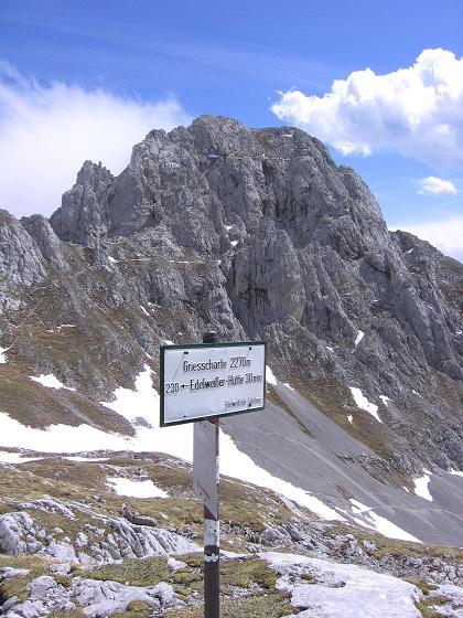 Foto: Andreas Koller / Wander Tour / Bleikogel - Runde (2411 m) / In der Grießscharte mit Hochthron (2361 m) / 15.05.2007 01:17:16