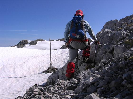 Foto: Andreas Koller / Wander Tour / Bleikogel - Runde (2411 m) / Knapp unter der unbewirtschafteten Edelweißhütte am Hinteren Streitmandl / 15.05.2007 01:18:41