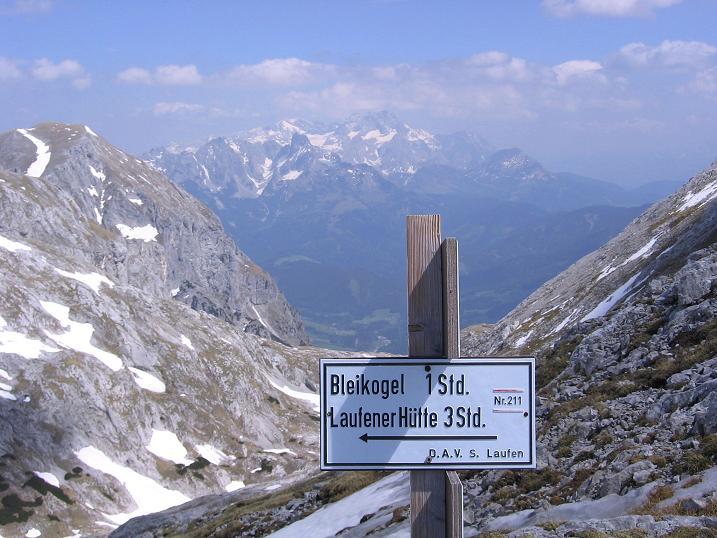 Foto: Andreas Koller / Wander Tour / Bleikogel - Runde (2411 m) / Unterhalb des Schubbühels mit Blick auf den Dachstein (2996 m) / 15.05.2007 01:24:53