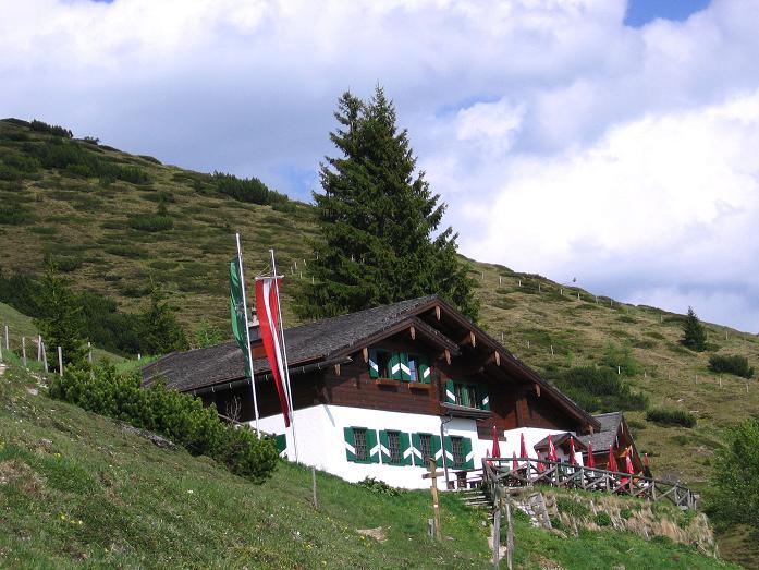 Foto: Andreas Koller / Wander Tour / Bleikogel - Runde (2411 m) / Die Hacklhütte / 15.05.2007 01:26:42