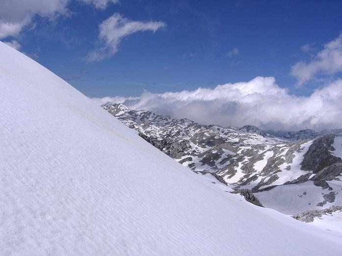 Foto: Andreas Koller / Wander Tour / Raucheck über die Hochthron-Leiter (2431 m) / Steilere Firnpassage im Anstieg zum Raucheck / 15.05.2007 01:49:01