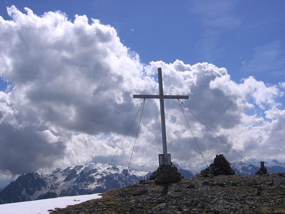 Foto: Andreas Koller / Wander Tour / Raucheck über die Hochthron-Leiter (2431 m) / Gipfelkreuz am Raucheck / 15.05.2007 01:50:53