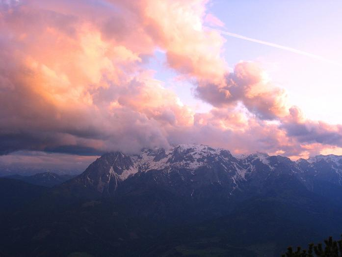 Foto: Andreas Koller / Wander Tour / Raucheck über die Hochthron-Leiter (2431 m) / Abendstimmung über dem Hochkönig (2941 m) von der Werfener Hütte gesehen / 15.05.2007 01:53:50