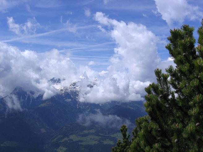 Foto: Andreas Koller / Wander Tour / Raucheck über die Hochthron-Leiter (2431 m) / Blick auf den Hochkönig (2941 m) im Anstieg zur Werfener Hütte / 15.05.2007 01:44:42