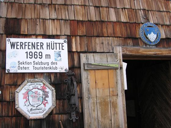 Foto: Andreas Koller / Wander Tour / Raucheck über die Hochthron-Leiter (2431 m) / Die gemütliche Werfener Hütte / 15.05.2007 01:45:57