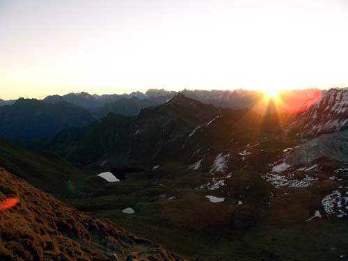 Foto: vince 51 / Wandertour / Von der Tilisunahütte auf die Sulzfluh (2818m) / Sonnenaufgang / 17.05.2007 16:12:56