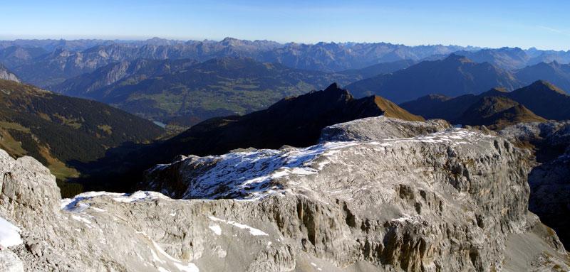 Foto: vince 51 / Wandertour / Von der Tilisunahütte auf die Sulzfluh (2818m) / Blick auf den Ostrücken, über den der Anstieg führt / 17.05.2007 16:06:25