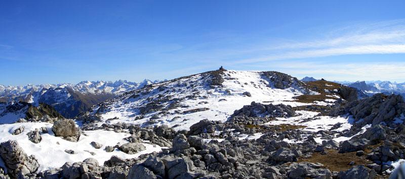 Foto: vince 51 / Wander Tour / Von der Tilisunahütte auf die Scheienfluh (2627m) / Gipfelplateau Scheienfluh / 17.05.2007 20:31:25