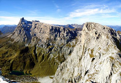Foto: vince 51 / Wander Tour / Von der Tilisunahütte auf die Scheienfluh (2627m) / Sulzfluh und Weissplatte / 17.05.2007 20:30:32