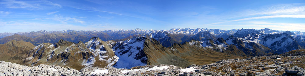Foto: vince 51 / Wander Tour / Von der Tilisunahütte auf die Scheienfluh (2627m) / Panorama von der Scheienfluh / 17.05.2007 20:29:50