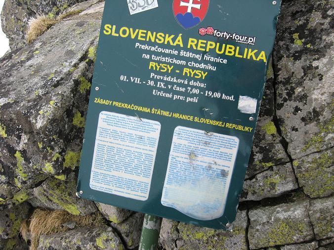 Foto: Andreas Koller / Wandertour / Rysy - Paradeberg der Hohen Tatra (2503 m) / Die slowakische Tafel am Rysy / 21.05.2007 18:56:46