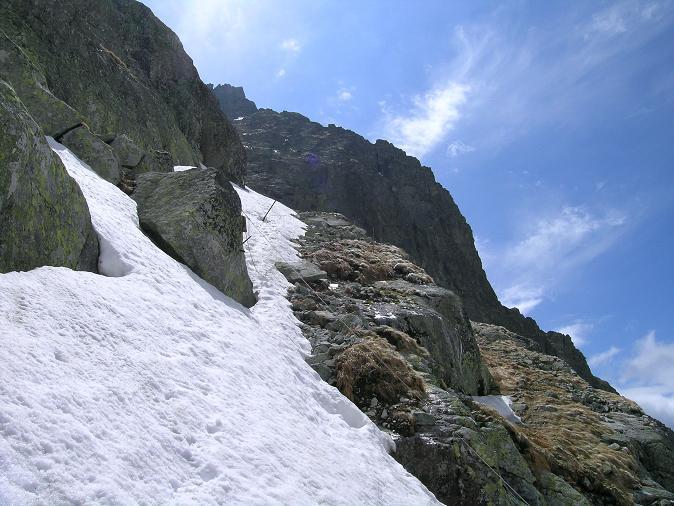 Foto: Andreas Koller / Wandertour / Rysy - Paradeberg der Hohen Tatra (2503 m) / Die steile Rinne mit Seilversicherungen / 21.05.2007 18:53:37
