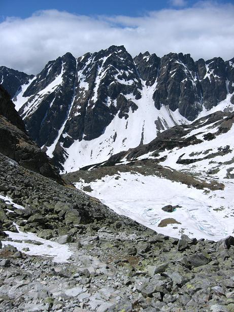 Foto: Andreas Koller / Wandertour / Rysy - Paradeberg der Hohen Tatra (2503 m) / Tiefblick auf die Zable plesa / 21.05.2007 18:53:56