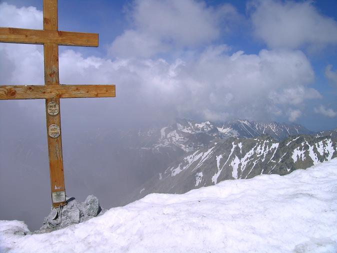 Foto: Andreas Koller / Wander Tour / Krivan von Strbske pleso (2494 m) / Krivan-Gipfelkreuz / 21.05.2007 19:39:41