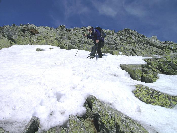 Foto: Andreas Koller / Wander Tour / Krivan von Strbske pleso (2494 m) / Konzentrierter Abstieg über gefährliche Schneefelder / 21.05.2007 19:41:00